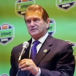 joe-theismann-speaking-at-godaddy-press-event-jan-2015
