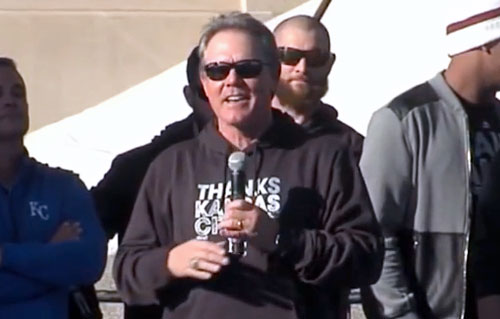 ned-yost-speaking-to-fans-2015
